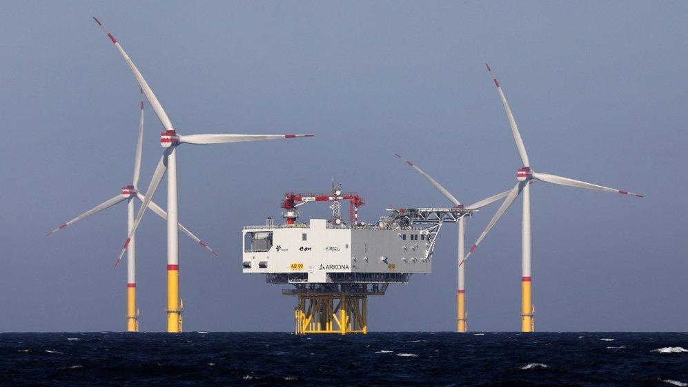 La rentabilité des projets d'éolien offshore, comme ici à Sassnitz-Mukran, en mer Baltique, reste inférieure à celle du pétrole.