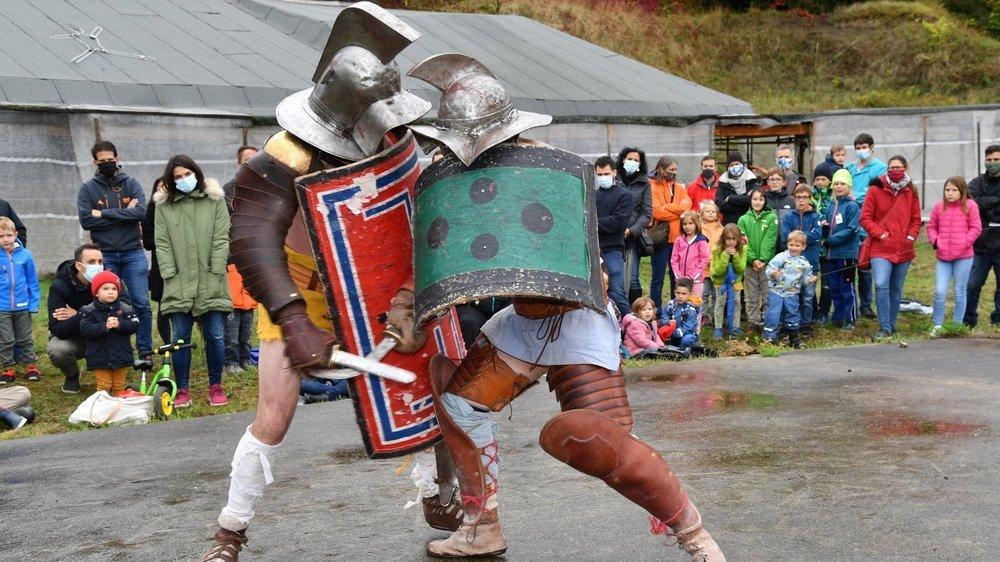 Les Romains n'étaient pas seulement présents virtuellement, ce week-end. Des gladiateurs en chair et en os avaient également fait le déplacement pour combattre dans l'amphithéâtre.