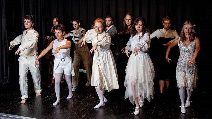 """Le collectif Rythmes en Scènes va transformer le Théâtre de Marens en manoir de """"La famille Addams""""."""