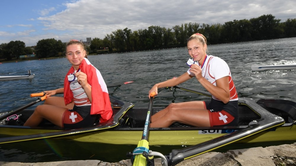 Thalia Ahumada (à g.) et Marion Heiniger rayonnent de joie au moment de repartir avec leurs médailles.