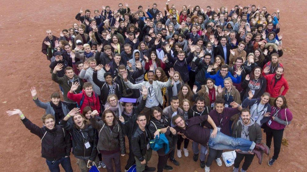 Les représentants de différents Parlements des jeunes lors de la conférence de 2017.