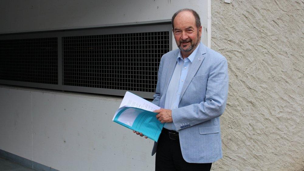 Pierre Burnier devant le parking souterrain. Une des nombreuses réalisations de l'exécutif ces dernières années.