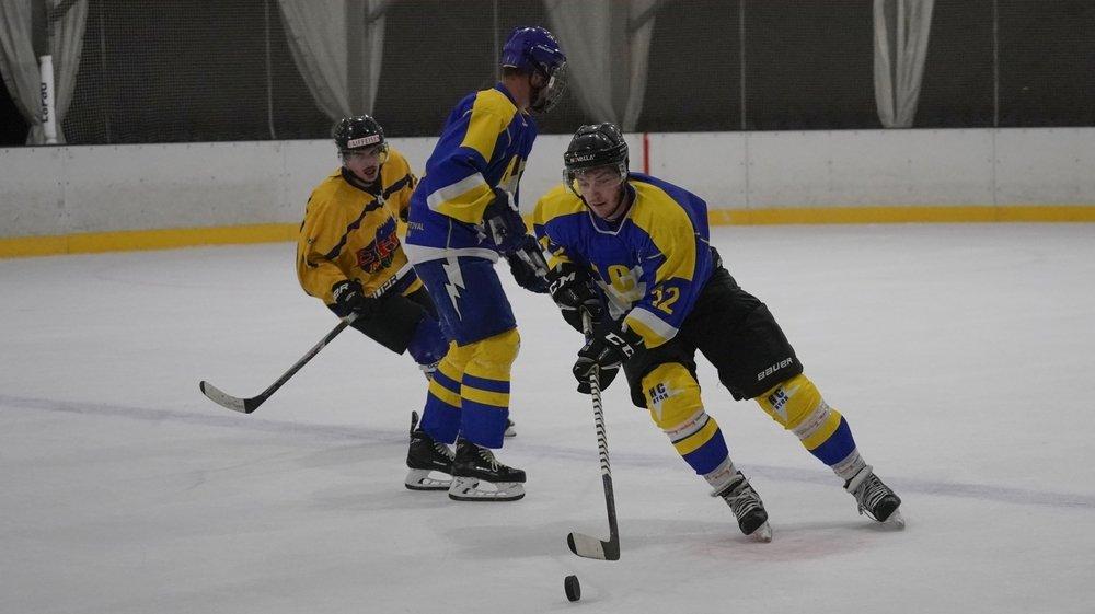 """Privés de """"leur"""" patinoire de Perroy, Pascal Stockburger et les """"bleu et jaune"""" ont trouvé de nouvelles glaces d'accueil."""