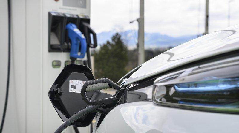 Véhicules électriques: Coop va équiper 100 magasins de bornes de recharge