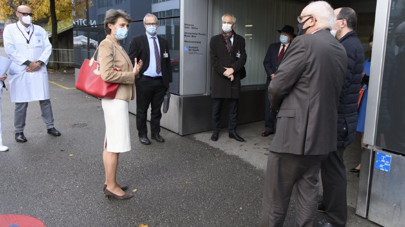 Coronavirus: Simonetta Sommaruga sur le terrain à l'Hôpital de l'Île à Berne