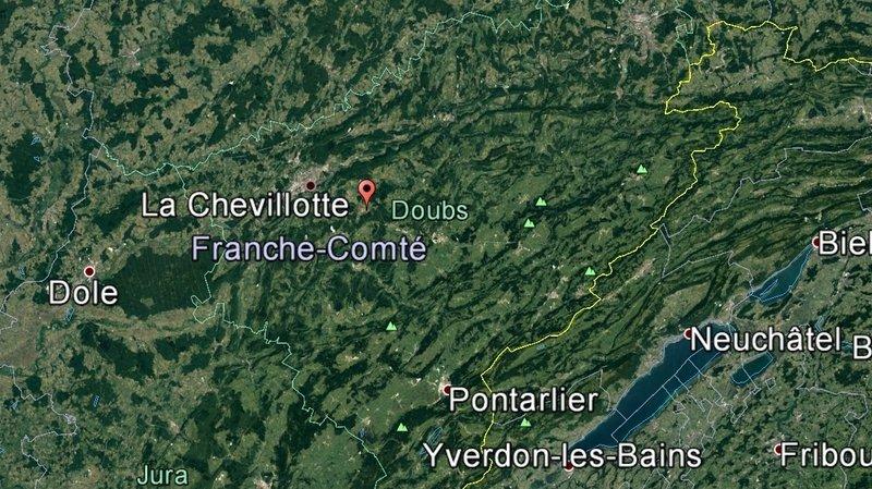 L'avion s'est écrasé dans un bois quelques instants avant son atterrissage sur la commune de La Chevillotte, à une dizaine de kilomètres de sa destination.