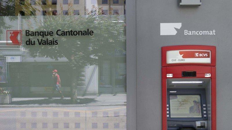 Banques: les bancomats suisses s'offrent un ravalement de façade