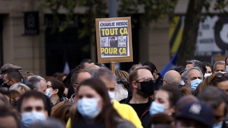 France: des milliers de personnes rassemblées à Paris en hommage au professeur décapité