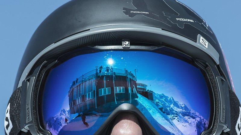 Le port du casque doit devenir un automatisme pour pratiquer le ski, avertit le BPA (archives).