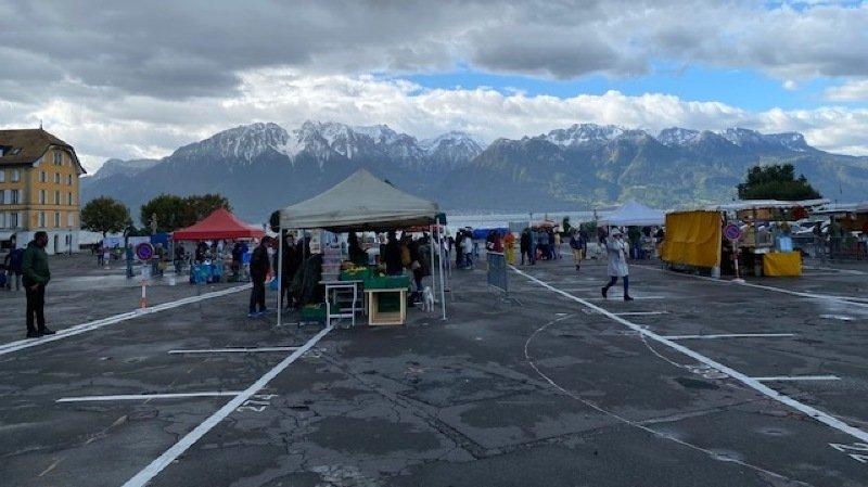 La place du Marché accueille les étals des vendeurs les mardis et samedis.