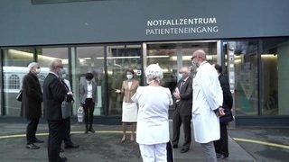 Simonetta Sommaruga sur le terrain à l'Hôpital de l'Île à Berne