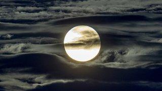 Astronomie: forts rayonnements sur la surface de la Lune