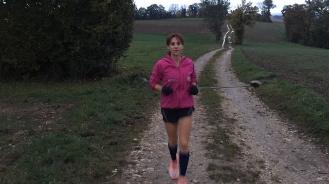 Emilia Rais a couru 113,605 km pour monter sur la deuxième marche du podium.