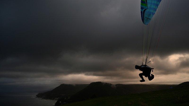 Insolite: à 91 ans, il survit à un accident de parachutisme