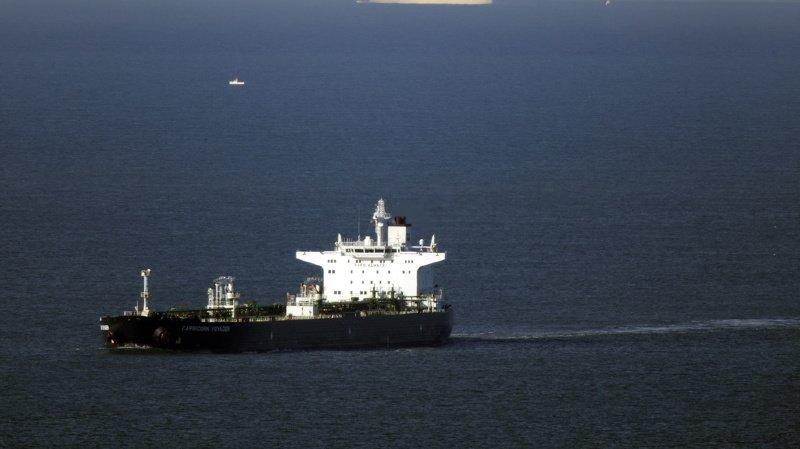 Grande-Bretagne: pétrolier menacé par des clandestins, sept arrestations