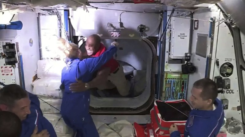 Espace: la capsule Dragon de SpaceX s'est arrimée à l'ISS