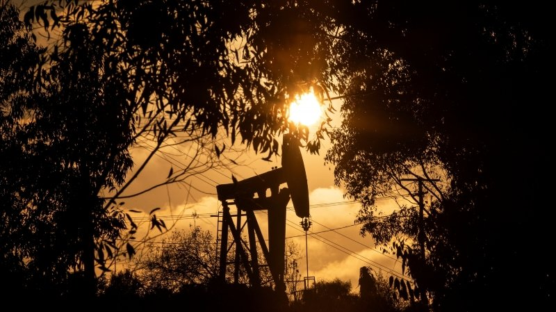 Suisse: banques, assurances et caisses de pension investissent encore trop dans les énergies fossiles