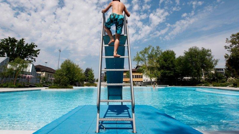 Zurich: le Parti suisse du travail réclame la gratuité des piscines