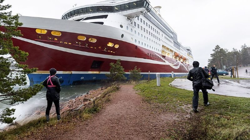 """Le """"Grace"""", qui reliait Stockholm au port finlandais de Turku, a touché la rive pour une raison encore indéterminée peu avant une escale à Mariehamn, dans l'archipel autonome des îles Aland."""