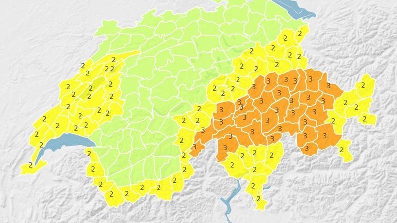 Alertes météo: pluie, froid et fortes chutes de neige en montagne
