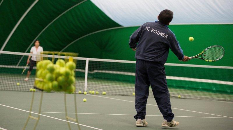 Il sera à nouveau possible de jouer au tennis en salle (photo d'illustration).
