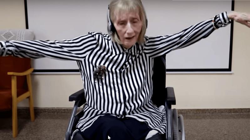 Vidéo: atteinte d'Alzheimer, une ballerine se souvient de la chorégraphie du Lac des Cygnes