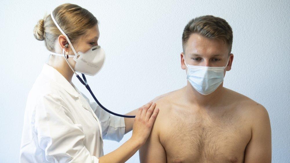 Les médecins généralistes doivent continuer à suivre leurs patients même si certains évitent encore les cabinets médicaux par peur du coronavirus. (photo d'illustration)