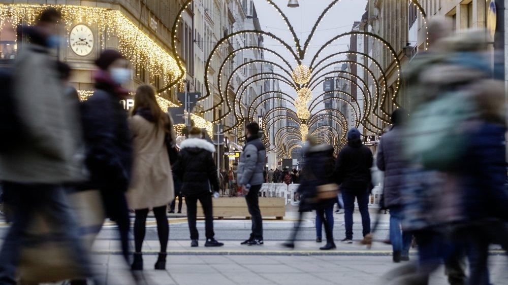 Samedi, les artères commerçantes de Hambourg étaient noires de monde. Les magasins et centres commerciaux ont été pris d'assaut en prévision du nouveau confinement partiel.