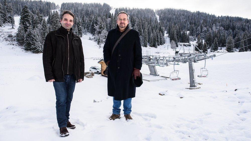 Nolwenn Marchand, maire de Prémanon et président de la communauté de communes des Rousses, et Patrick Freudiger, directeur de Télé-Dôle, sont dans l'attente de décisions juridiques françaises, avant d'annoncer l'ouverture des installations sur le massif suisse.