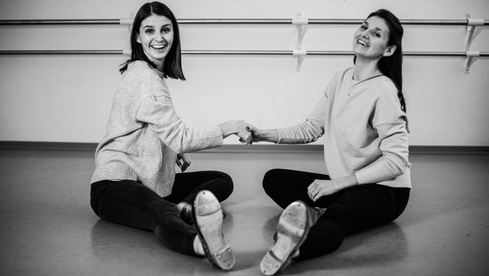 Championnes du monde de claquettes, Olivia et Rebecca Grobéty donnent maintenant des cours au centre de danse Martinelli.