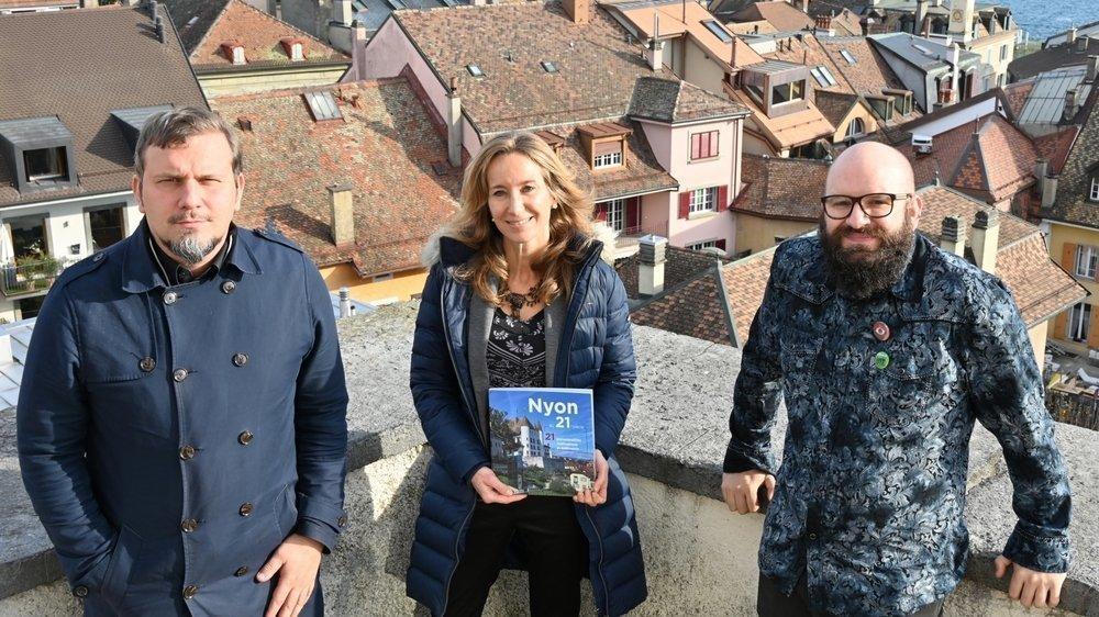 L'équipe qui a réalisé le projet (de g. à dr): Rodolphe Haener, journaliste; Sophie Rossier, directrice des Editions Favre; et Sigfredo Haro, photographe.