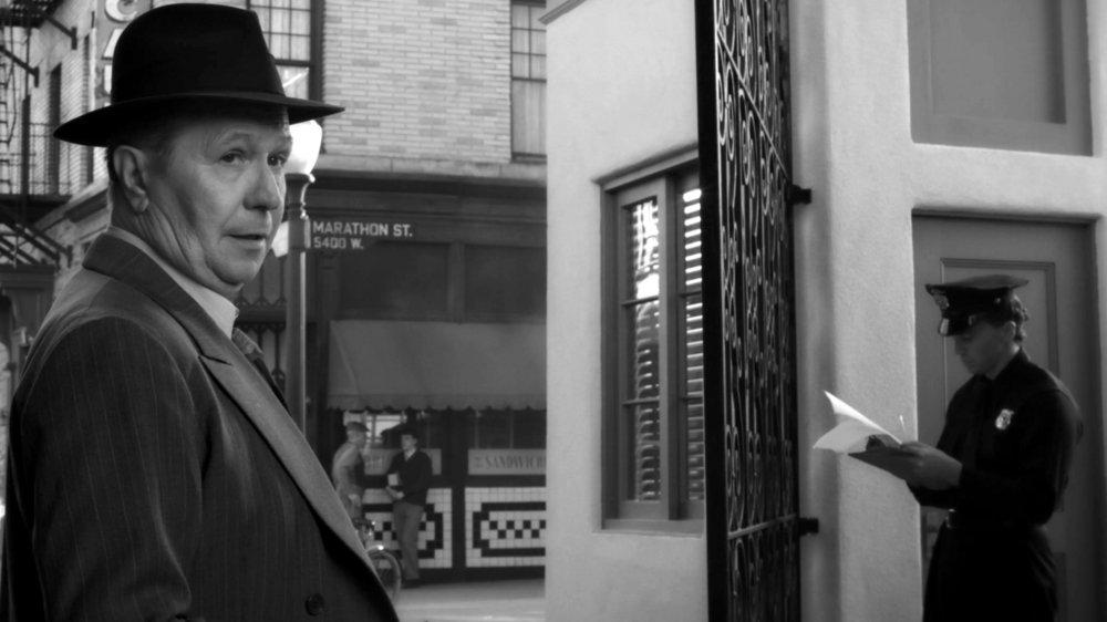 Gary Oldman fait merveille dans le rôle d'un scénariste sous haute pression.