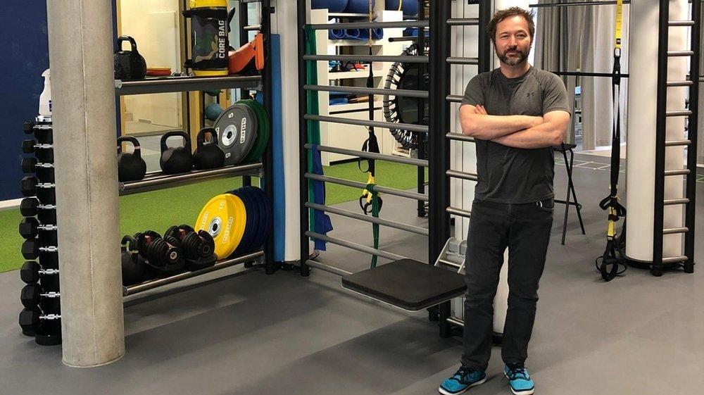 Dans son cabinet à Nyon, Xavier Dallemagne travaille en collaboration avec le service de médecine du sport de l'Hôpital de la Tour à Genève.