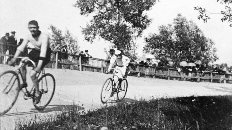 Quand Buffalo Bill affrontait un vélo à Genève