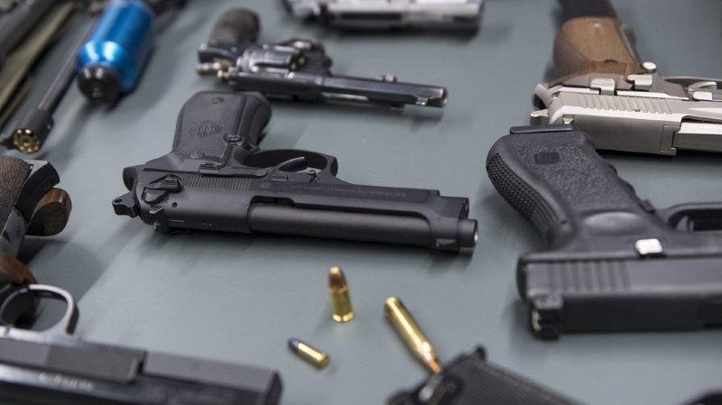 France: huit tonnes d'armes saisies par la police à Annecy