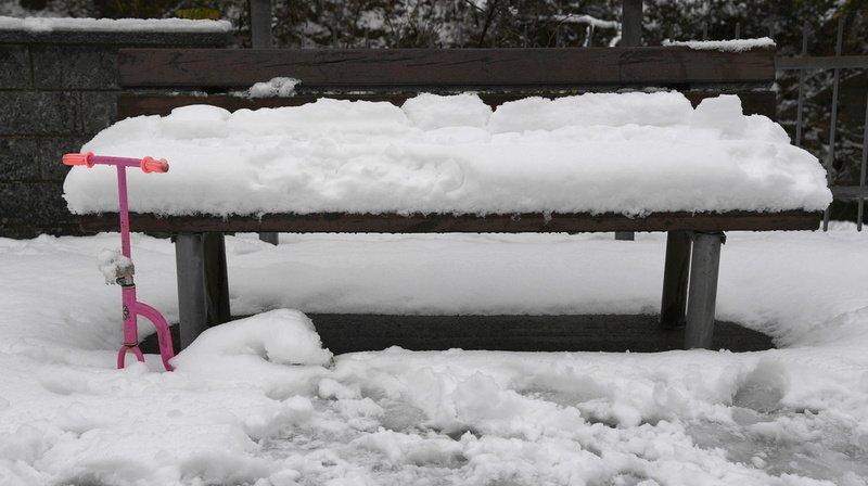 Abondantes chutes de neige au Tessin: routes fermées dans le sud