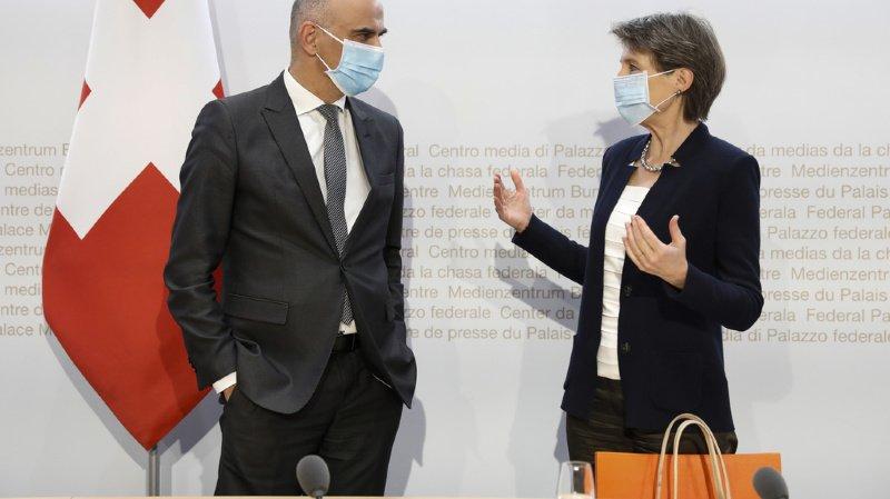 Coronavirus: nouvelles restrictions, mais plus souples en Romandie. Les annonces du Conseil fédéral