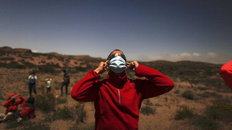 Près de la ville touristique de Bariloche, en Patagonie, plusieurs familles ont attendu avec anxiété l'arrivée de l'éclipse.