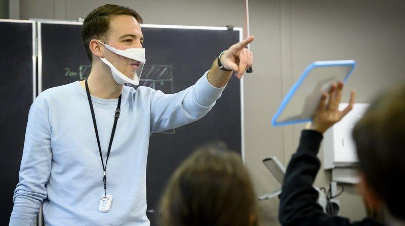 Des masques transparents pour les enseignants d'élèves malentendants