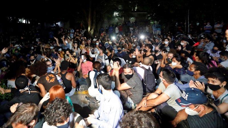 A Cuba, les artistes protestent contre la censure et le gouvernement plie