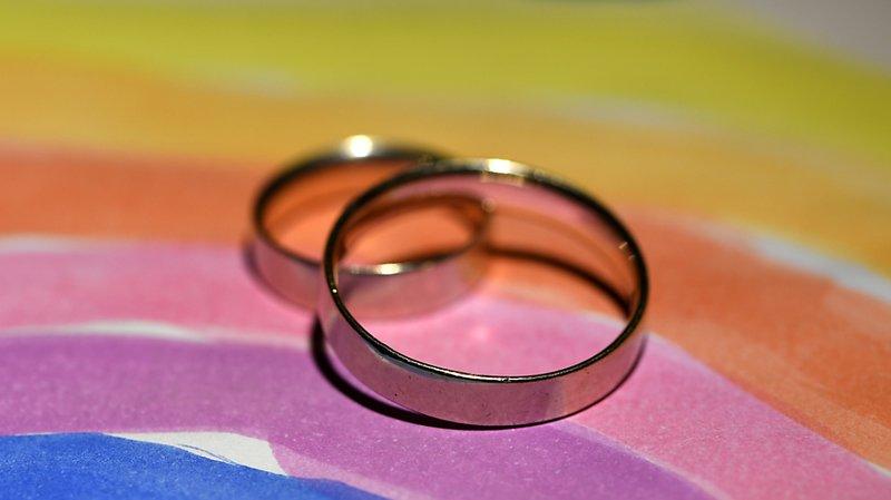Les couples homosexuels devraient aussi pouvoir se passer la bague au doigt (archives).