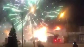 Russie: un bouquet final spectaculaire durant l'incendie d'une usine de feux d'artifice