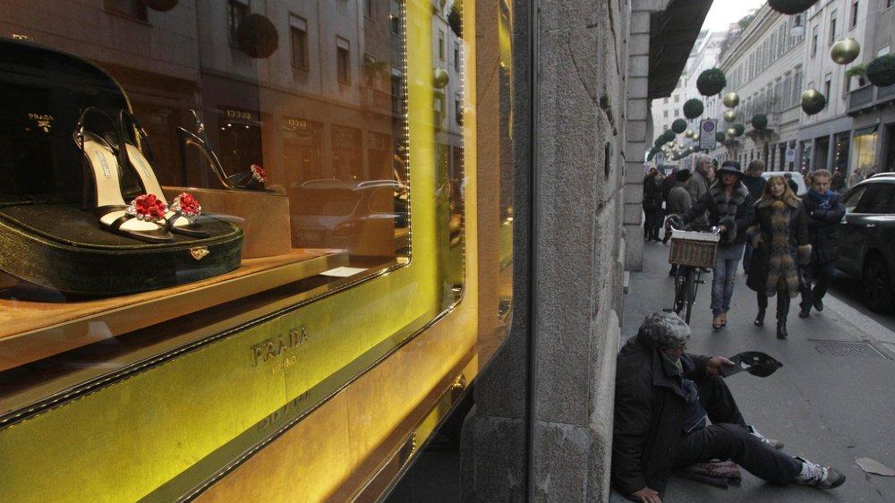 Au fil de l'épidémie, les revenus disponibles des Italiens, qui vivent désormais au jour le jour, ont fondu comme neige au soleil.