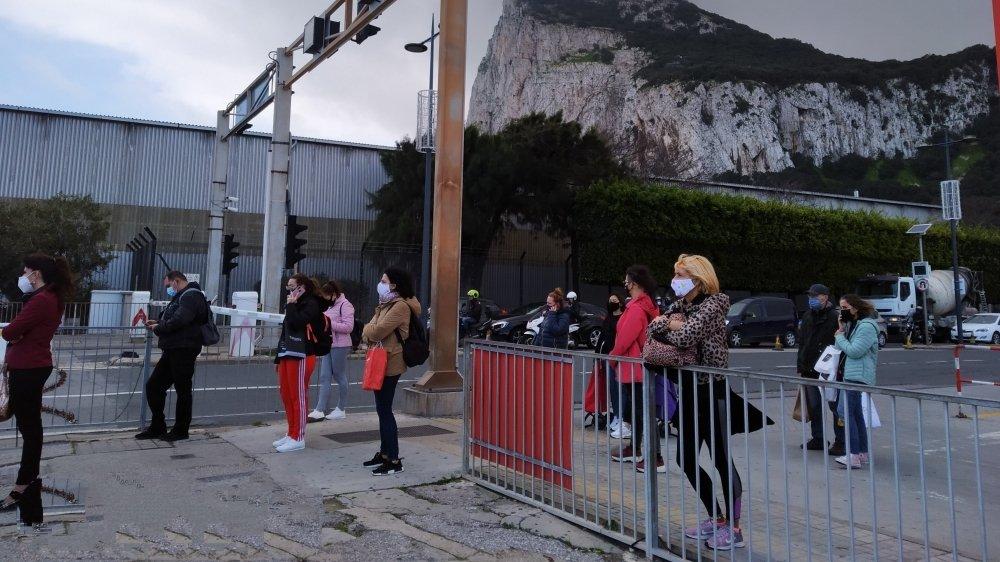 De nombreux Espagnols franchissent la frontière avec Gibraltar pour y travailler. Ils sont dans le flou complet quant à leur situation post-Brexit.