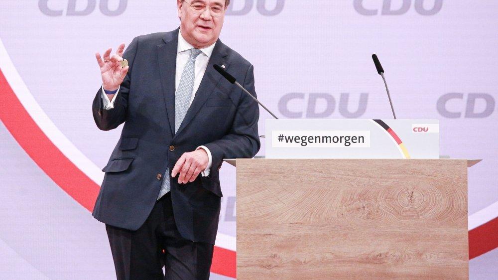 Armin Laschet est clairement aligné sur les positions d'Angela Merkel qu'il a beaucoup soutenue lors de la crise des réfugiés.
