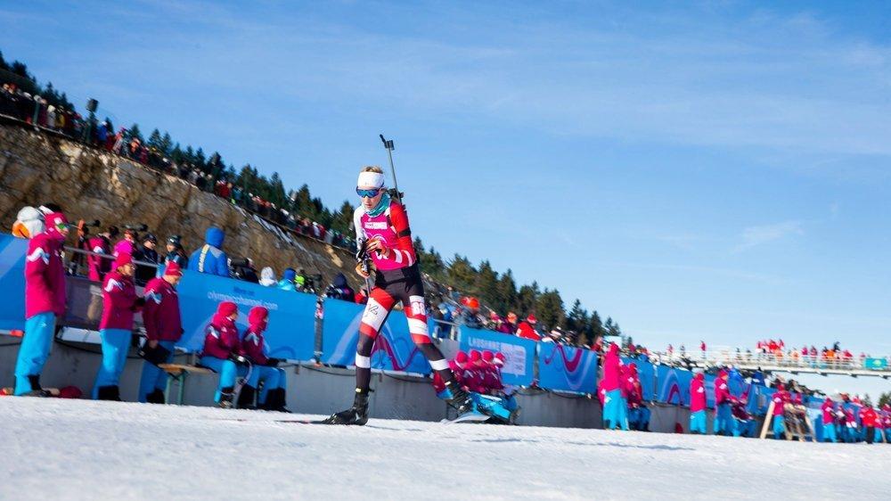 Il y avait foule samedi 11 janvier au stade des Tuffes pour le biathlon féminin. Mais tous les spectateurs n'ont pu voir le pas de tir.