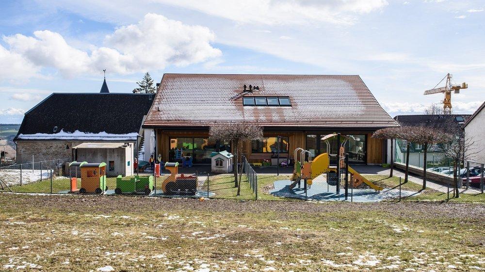 L'UAPE d'Arzier, Le Relais des Mômes, est exploité par l'AISGE-accueil de jour au sein du Réseau des Toblerones (RAT).