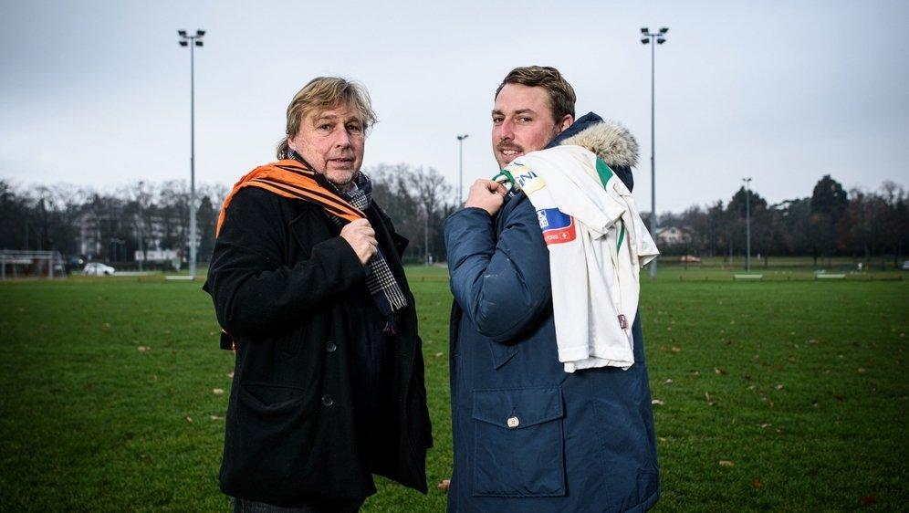 Robert et Sonny Kok ont ressorti leurs premiers maillots le temps d'une photo. Celui des Pays-Bas pour le père et d'Yverdon pour le fils.
