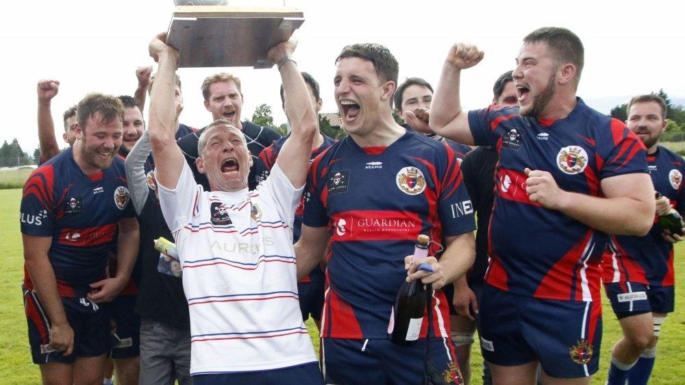 En 2016, Patrice Philippe a pu soulever le trophée attendu depuis près de dix ans par les rugbymen nyonnais.