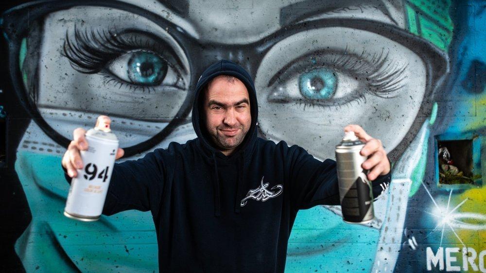 """David Perez, dit """"Sid"""", a réalisé une fresque à Gland en hommage aux travail des soignants."""